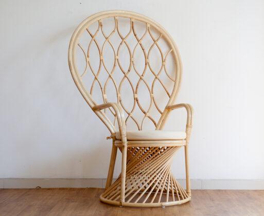 1. Furniture Kursi Akar Peacock Chair