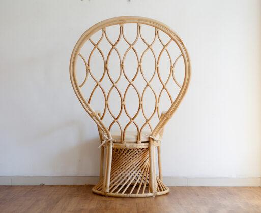 2. Furniture Kursi Akar Peacock Chair