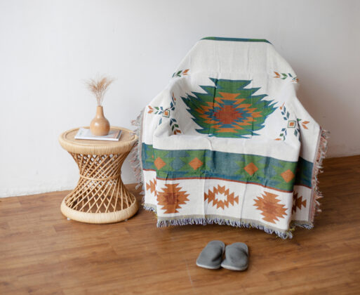 4. Furniture Meja Akar Mini Table