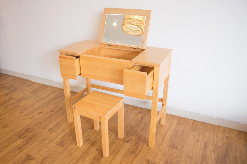 Produk Furniture dari Kayu Pinus