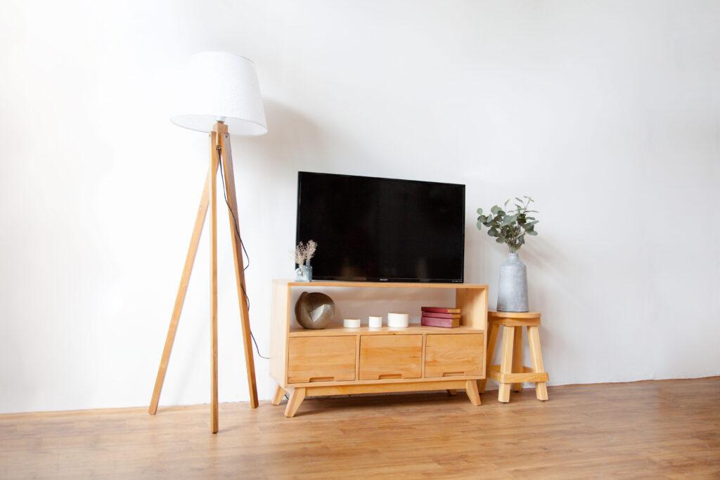 Meja Tv Minimalis dengan Rak
